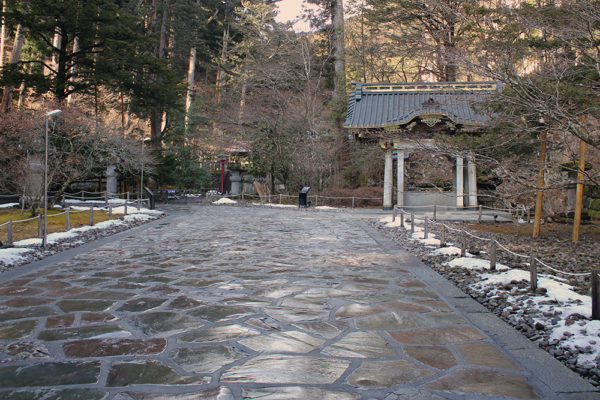 Pathway leading to second gate and purification well. Part of Rinno-ji Temple.