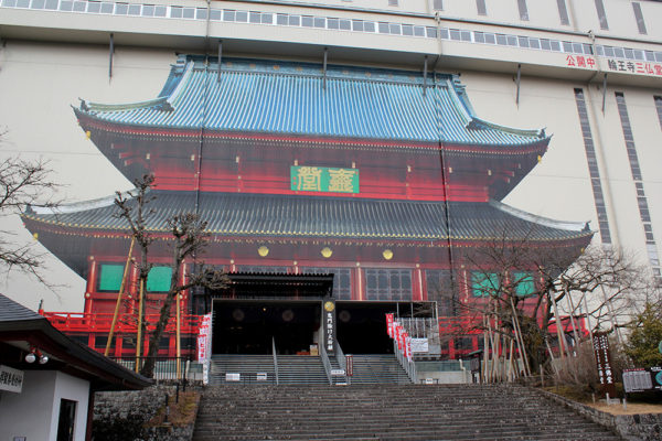 Hon-dō (Sanbutsudō) - The Buddha Hall, currently being renovated.