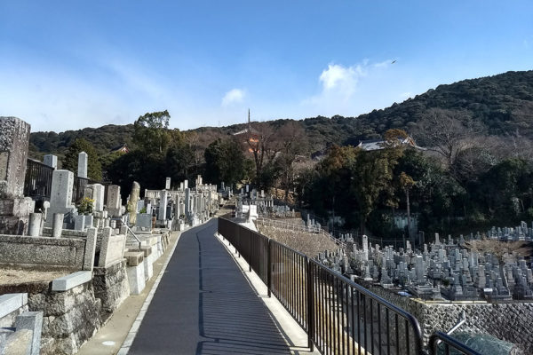 The back approach to Kiyomizu-dera through a cemetary
